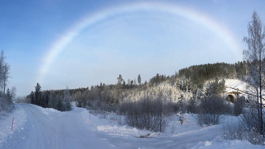 Sunnuntaina nähtiin hätkähdyttäviä talvisateenkaaria – ne kertoivat erikoisesta ilmiöstä ilmakehässä