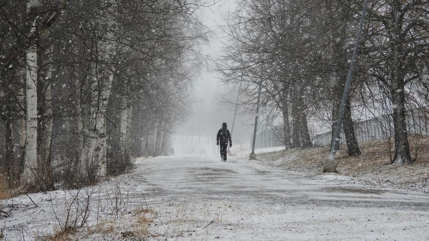 Kevään takapakki pääsiäiseksi: Lämpötilat romahtavat jopa yli kymmenen astetta – lumisateita ja kylmää tuulta