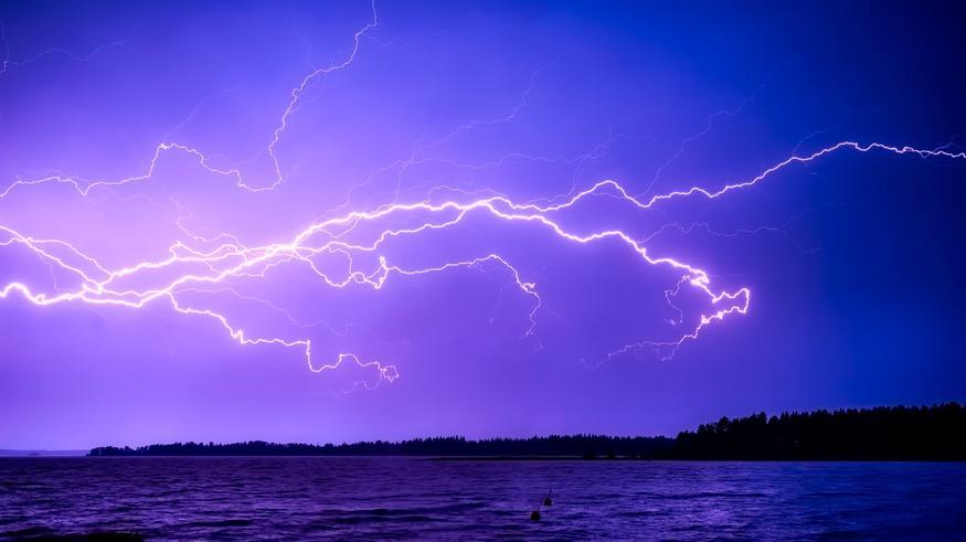 Ukkonen jyrisee alkuviikolla: Varaudu salamointiin näillä alueilla – sateet paikoin runsaita