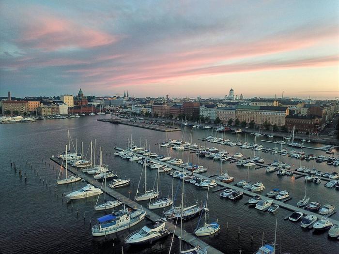 Keskikesän yö Helsingissä.