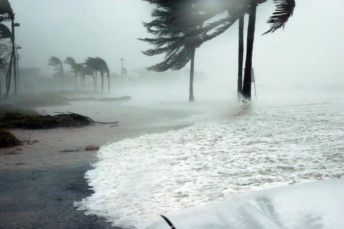 Hurrikaani riepottelee Key Westin aluetta Floridassa Yhdysvalloissa.