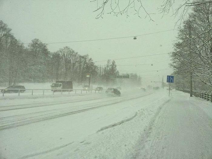 Viikonlopun lumipyryssä näkyvyys voi olla Itä-Suomessa heikko. Myös myrskypuuskat ovat mahdollisia.