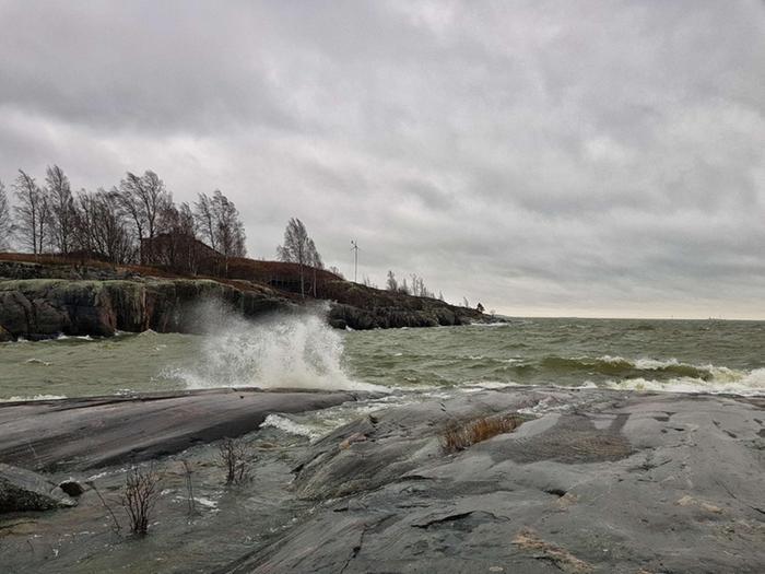 Talvimyrsky Helsingin Uunisaaressa