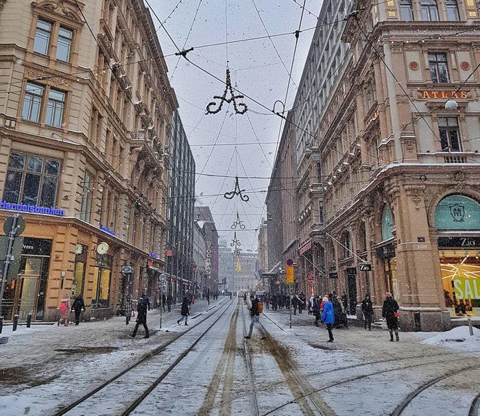 Lumisade ja loska Helsingin keskustassa