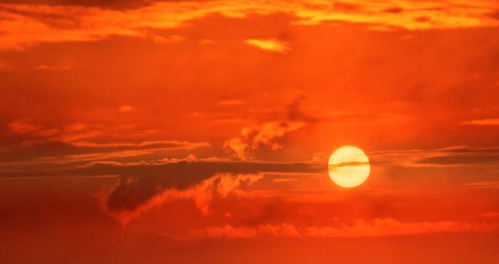 Suomeen leviää erittäin lämmintä ilmamassaa. Kaikkien aikojen kesäkuun lämpötilaennätystä, 33,8 astetta, kolkutellaan todennäköisesti alkuviikolla.